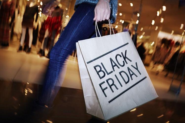 black friday shopping mall
